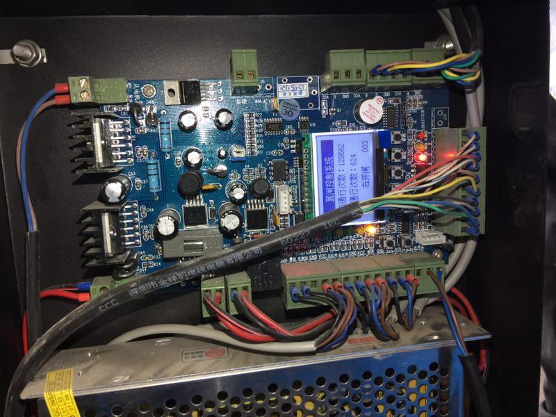 找到开闸控制板开闸接线端子