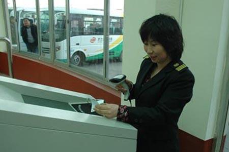 二维码扫描器应用车站检票,扫手机二维码电子票即可进站